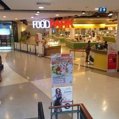 Photo taken at FoodPark @ Central Plaza Phitsanulok by thummanoon k. on 9/25/2014