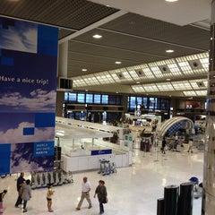 Photo taken at 成田国際空港 第2ターミナル (Narita International Airport - Terminal 2) by Masaru M. on 6/15/2013