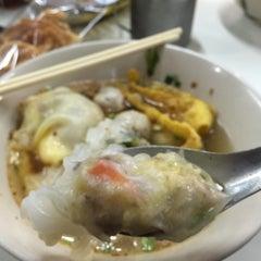 Photo taken at ลาโรส แหนมเนือง by lovekhonRead ^. on 2/21/2015