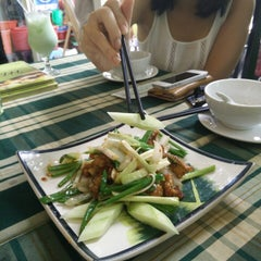Photo taken at Ếch Xanh Restaurant by Hai D. on 9/23/2014