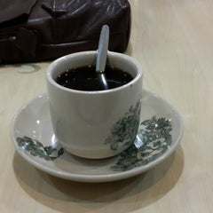 Photo taken at Kimteng Coffee by Tek M. on 10/15/2013