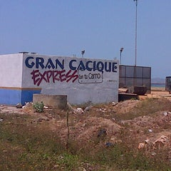 Photo taken at Gran Cacique Express by Gustavo R. on 3/27/2013