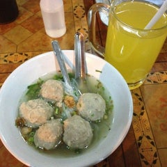 Photo taken at Bakso Mburi Pos by silwanus m. on 10/31/2013