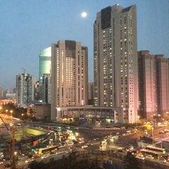 Photo taken at Shangri-la Hotel by Ekaterina L. on 11/4/2014