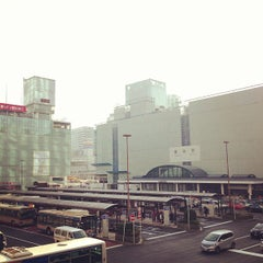 Photo taken at 横浜駅西口 バスターミナル by きゅーびん on 3/8/2013