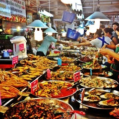 Photo taken at ตลาด อ.ต.ก. (Or Tor Kor Market) by TiPP N. on 1/6/2013