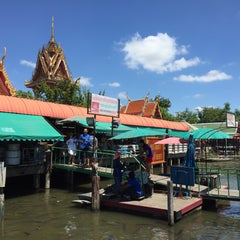 Photo taken at ตลาดน้ำวัดลำพญา (Wat Lam Phaya Floating Market) by Mc M. on 9/27/2015
