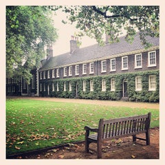 Photo taken at Geffrye Museum by Daria on 10/11/2012