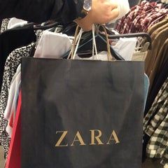 Photo taken at Zara by €d@ €. on 4/12/2015