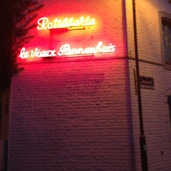 Photo taken at Le Vieux Pannenhuis by Bart D. on 8/1/2013