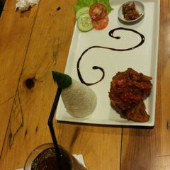 Photo taken at Brew & Co by erwin s. on 7/2/2015