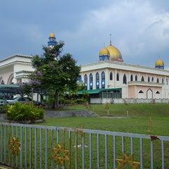 Photo taken at Masjid Baru Kg Sg Merab Luar by Hafeez R. on 4/1/2013