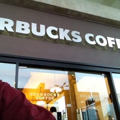 Photo taken at Starbucks by José Gerardo L. on 10/19/2012
