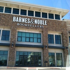 Photo taken at Barnes & Noble by Amber G. on 3/8/2013