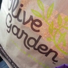 Photo taken at Olive Garden by Nikki❤💛❤💛 on 3/15/2015
