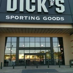Photo taken at Dick's Sporting Goods by Ulrik ✈. on 4/22/2014
