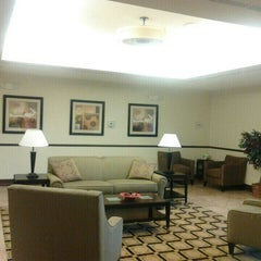 Photo taken at La Quinta Inn & Suites Chambersburg by Damon T. on 3/22/2013