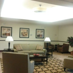 Photo taken at La Quinta Inn & Suites Chambersburg by Damon T. on 3/5/2013