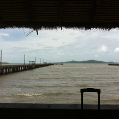 Photo taken at ร่มไม้ ชายทะเล (Rom Mai Seafood) by Ta T. on 6/22/2013