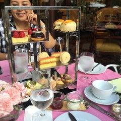 Photo taken at Cafe Esplanade by Wondering W. on 5/30/2015