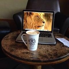 Photo taken at The Coffee Bean & Tea Leaf by Rafael M. on 2/26/2014
