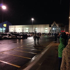 Photo taken at Best Buy by Camilo M. on 11/28/2014