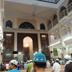 Photo taken at Masjid Al Najihin (مسجد الناجيهين) by Fairul R. on 7/13/2013