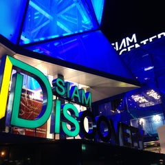 Photo taken at Siam Discovery (สยามดิสคัฟเวอรี่) by Khaled A. on 4/14/2013