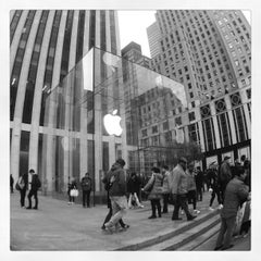 Photo taken at Apple Store, Fifth Avenue by Jatupoom M. on 11/1/2012