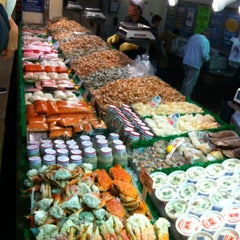 Photo taken at Maine Avenue Fish Market by Wang N. on 3/30/2013