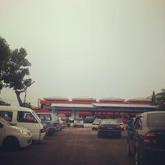 Photo taken at Pasar Besar Dungun by Ayie L. on 7/5/2013