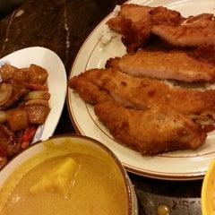 Photo taken at Sun King Yuen Curry Restaurant 新景園咖喱小廚 by Xanga K. on 8/23/2014