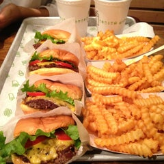 Photo taken at Shake Shack by MASHAEL A. on 6/10/2013