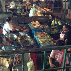 Photo taken at ตลาดน้ำวัดลำพญา (Wat Lam Phaya Floating Market) by Art N. on 3/16/2013