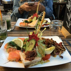 Photo taken at Raconte-Moi des Salades by Pauline R. on 6/6/2014