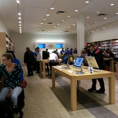 Photo taken at Apple Store, Carrefour Laval by Jean-Claude B. on 2/12/2013