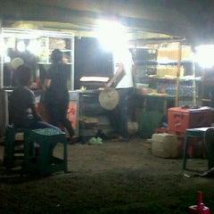 Photo taken at Jagung Bakar Asrama haji by Atan D. on 11/19/2011