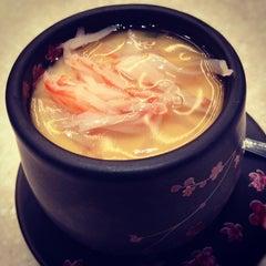 Photo taken at Sakae Sushi by Victor L. on 1/26/2012