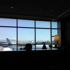 Photo taken at Maple Leaf Lounge (Domestic) by F M. on 10/25/2011
