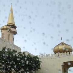 Photo taken at Masjid Pekan Papar by Asfarinah M. on 4/18/2012