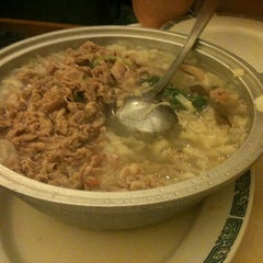 Photo taken at Darda Seafood 清真一條龍 by Rebecca T. on 1/30/2011