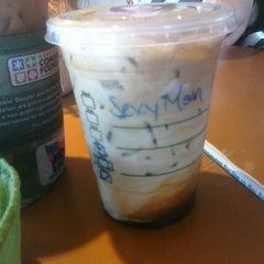 Photo taken at Starbucks by @LorenzoAgustin ☆ on 5/14/2011