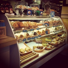 Photo taken at Bagelheads by Ashley S. on 11/25/2011