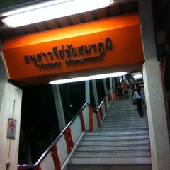 Photo taken at BTS อนุสาวรีย์ชัยสมรภูมิ (Victory Monument) N3 by Korn on 5/18/2012