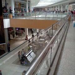 Photo taken at Amazonas Shopping by Roosevelt Braga J. on 8/20/2011