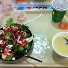 Photo taken at Super Salads by Luis O. on 8/28/2011