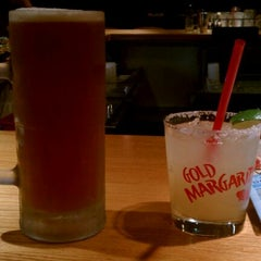 Photo taken at Red Robin Gourmet Burgers by LynNinja on 11/3/2011