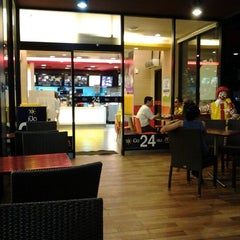 Photo taken at McDonald's & McCafé by Win T. on 5/11/2012