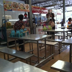 Photo taken at ตลาดบางขุนศรี (Bang Khun Si Market) by Dat Y. on 5/10/2012