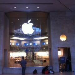 Photo taken at Apple Store Carrousel du Louvre by Warren B. on 5/14/2012
